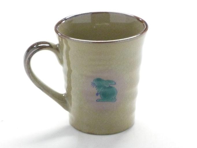 九谷焼通販 おしゃれなマグカップ マグ 白兎 色絵牡丹 背中の図