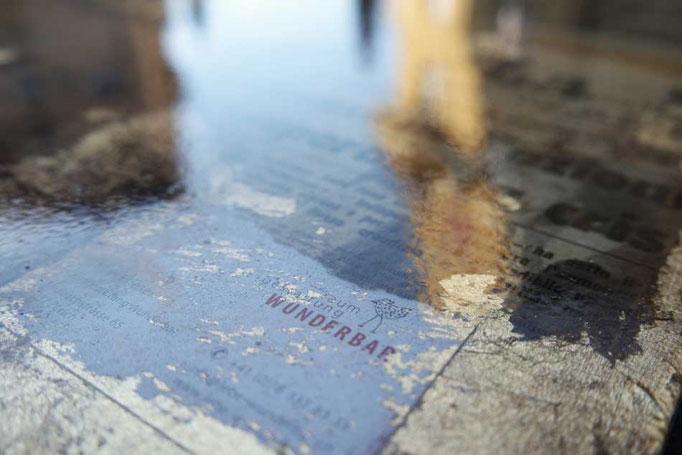 Kunsthandwerk transparent eingegossen (es lassen sich auch grössere Gegenstände verewigen ;-)