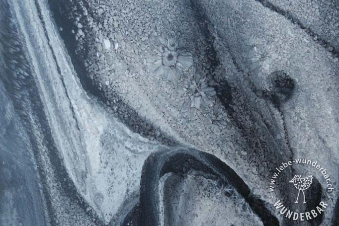 Grau und Schwarztöne matt versiegelt