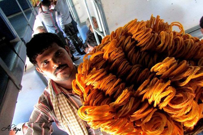 Inde - Vendeur ambulant dans un train