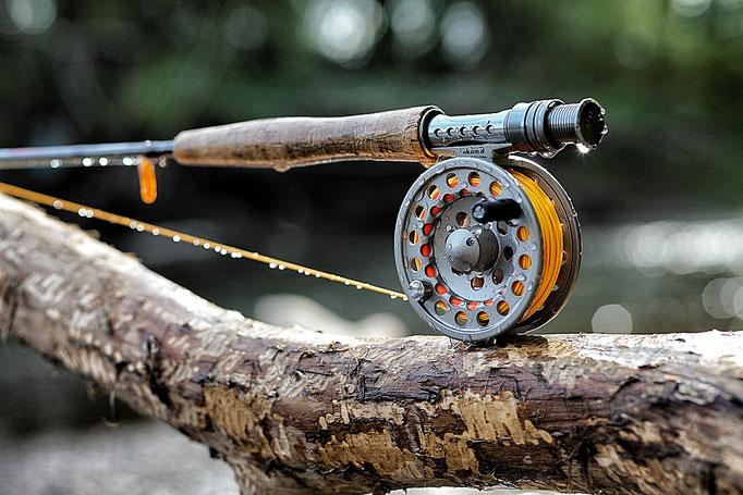 Fliegenfischerschule-Hessen / Fliegenfischen lernen / Kurse und Schulungen / Wurfkurs und Guiding / Fliegenfischerkurse