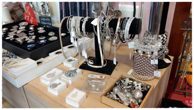 Modeschmuck, Armbänder, Ketten, Accessoires u.v.m.  in der Villa Kunterbunt in Postbauer-Heng, Centrum 8b © Bilder Villa Kunterbunt