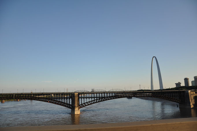 St Louis - Missouri - Gateway Arch & Mississippi view
