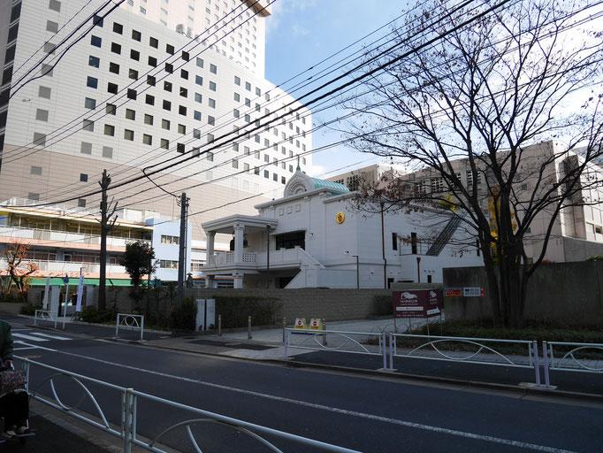旧墨田区役所があった場所。横網町公園のすぐ南側です。