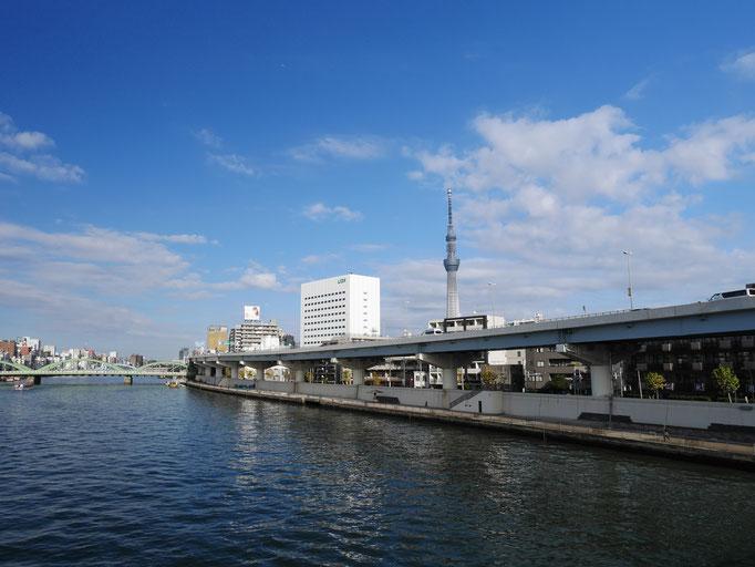 蔵前橋から望む東京スカイツリー。