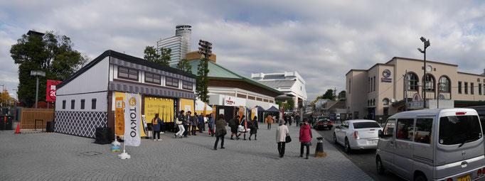 両国駅前。
