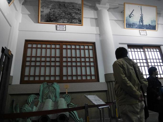 入口から向かって右側の壁には関東大震災の、左側には東京大空襲の、それぞれ悲惨さを伝える絵画や写真が掲示されます。