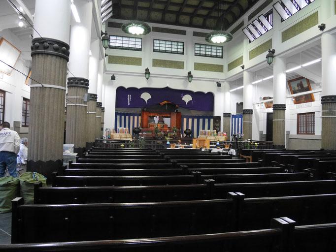 慰霊堂の内部。