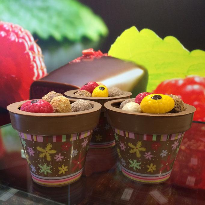 Chocolade bloempotje gevuld met paaseitjes