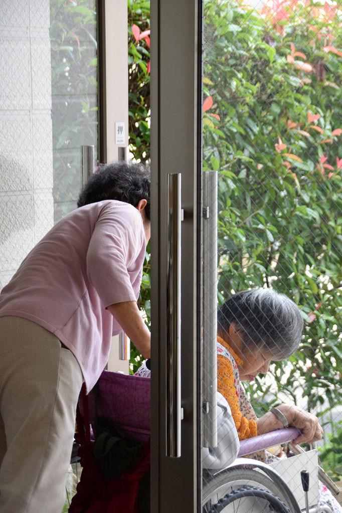 礼拝後のほっとタイムを過ごして、幸子さん、艶子さんに見送られて高松に帰られます。