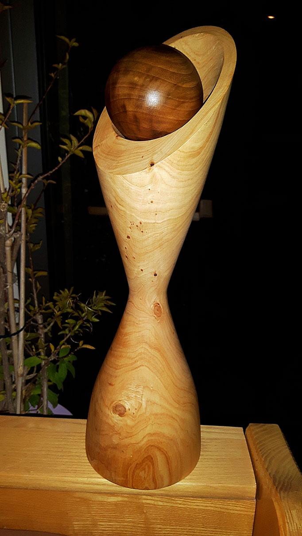 Objekt 3: Zypresse mit Nussbaumkugel  H: 420mm, Ø: 35-125mm, Kugel D: 8cm