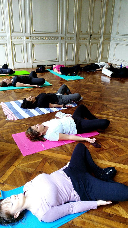 Cours de Pilates sur tapis