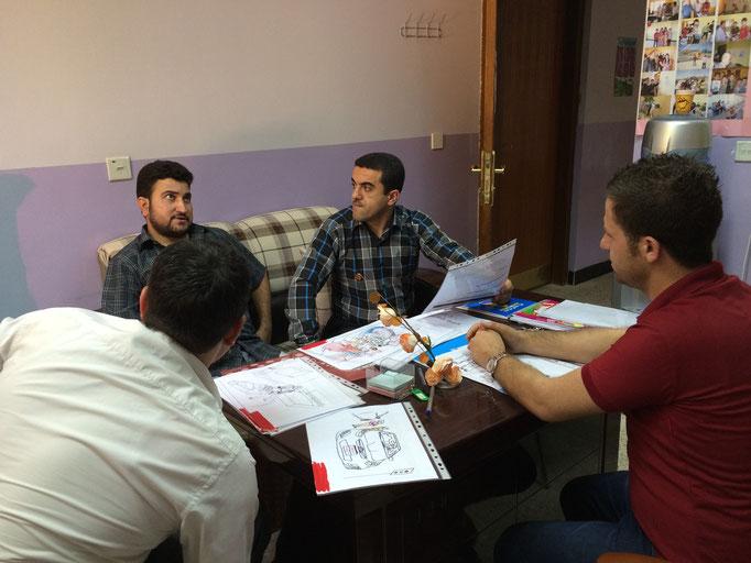Test de la boite à images avec un représentant des services de santé, Chamchamal, Irak