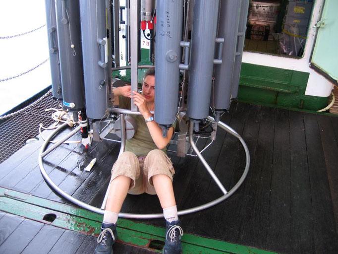08.08 Forschungsschiff Poseidon: Wasserprobensammelgerät (Foto: Gerard Versteegh)