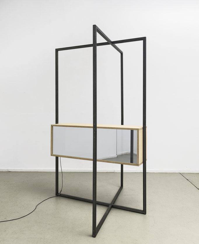 I 02_1-2016, Holz, halbdurchlässiger Spiegel, Floatglas, LED, elektronische Steuerung, 260x165x180cm