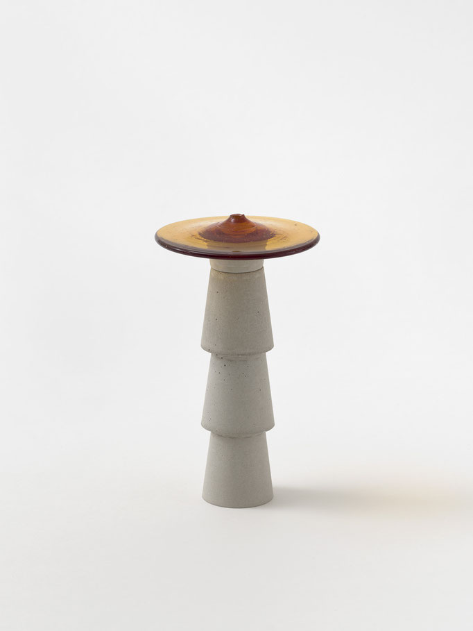 o.T. (M 042-2018), Concrete and rondel, ca. 13x8x8cm