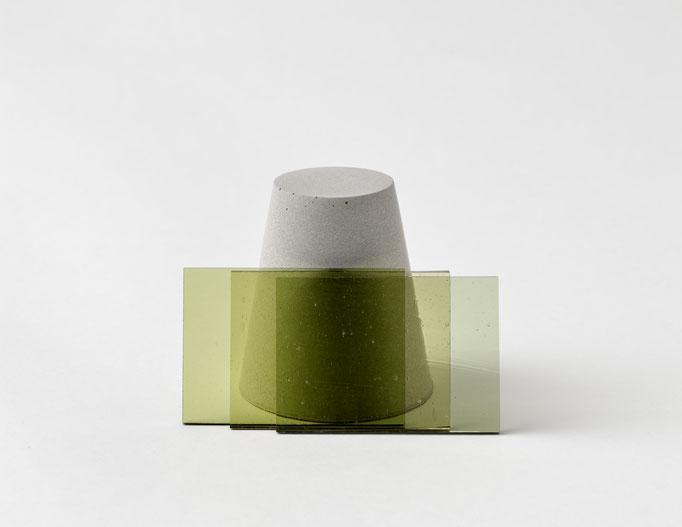 M 004-2018, Beton und Antikglas, ca. 6x11x6cm