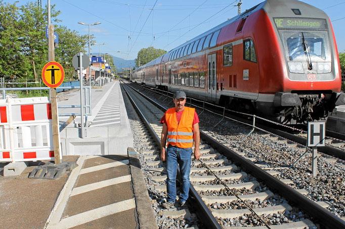 Marco Biegert im Bahnhof Emmendingen