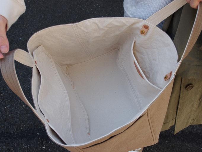 grey-beige/milk white
