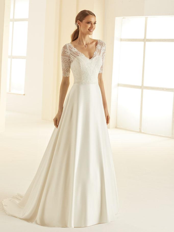 Brautkleid, A-Linie mit Boho-Spitze, fließendem Satinrock, kurze Ärmel, V-Ausschnitt
