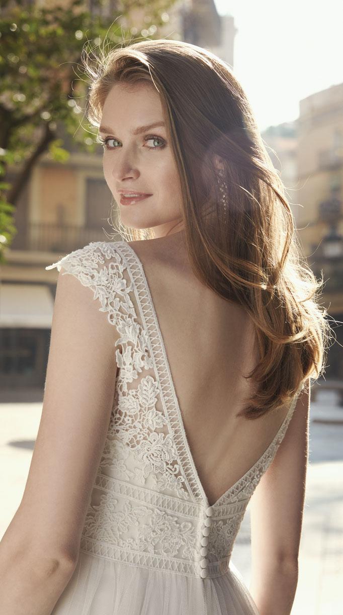 Brautkleid mit floraler Spitze, Tüllrock, französische Spitze