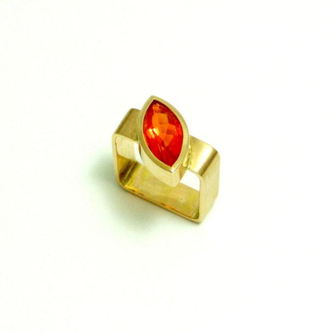 Ring Carée mit Feueropal Gold 750