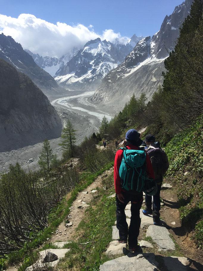 C'est parti ! Descente sur le glacier par Le Montenvers