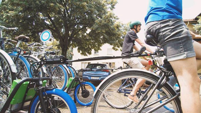 Der innovative Lastenanhänger kann an jedes Fahrrad montiert werden.