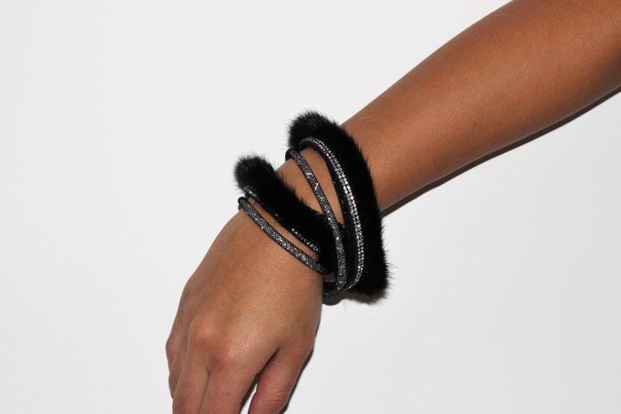 Schwarz Wickelarmband 85€