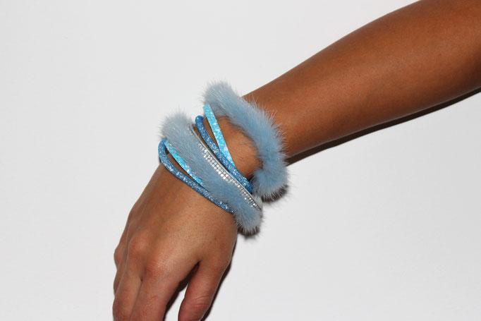 Hellblau Wickelarmband 85€