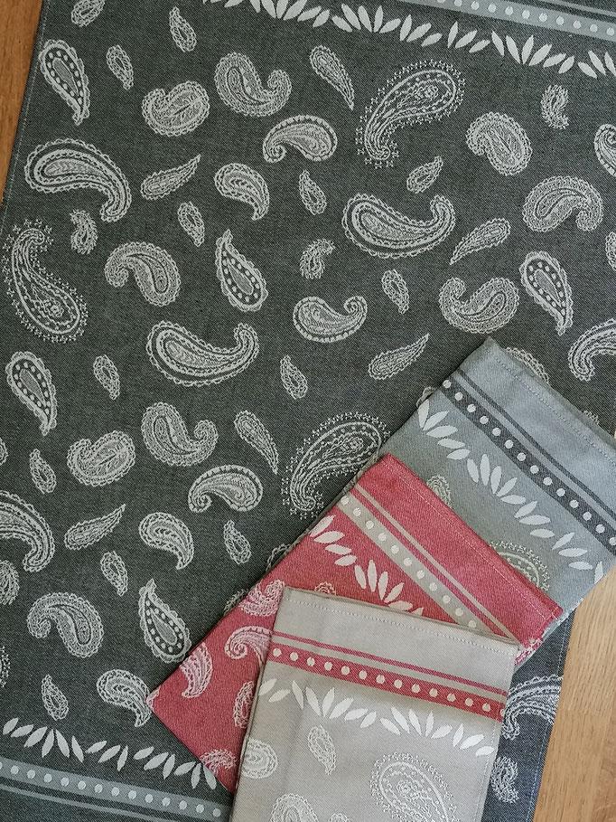 Paisley: schwarz, grau, rot