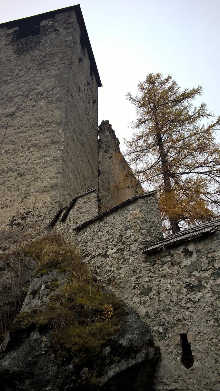Bergfried von Norden Heinfels; Burgenstraße Pustertal