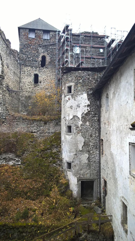 Blick auf Palas und Bergfried nach Osten Heinfels; Burgenstraße Pustertal