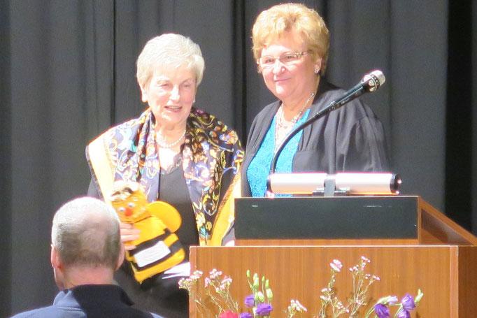 Ehrenvorsitzende Wilma Dahlem mit Vorsitzender Ingeborg Gritsch