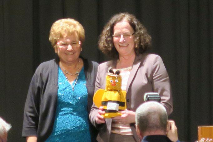 Hildegard Schuster,  Präsidentin des Landfrauenverbandes Hessen und Ingeborg Gritsch