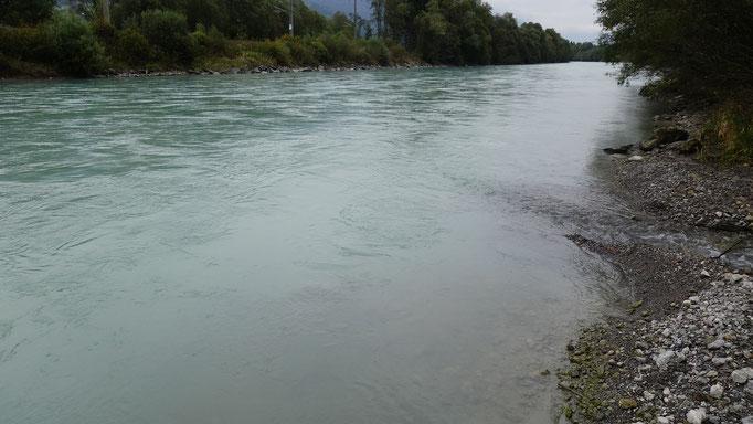 Der Wasserstand nähert sich dem optimalen Bereich. Das Ufer ist begehbar.