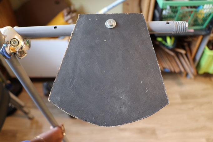 Système de fixation des plaques de médium sur l'armature.