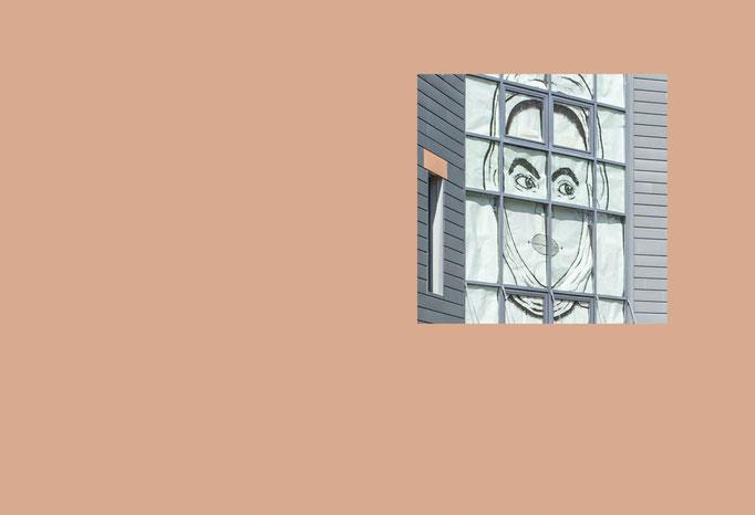 Ausschnitt einer Fassade des Oberstufenzentrum I Barnim – errichtet im Stil der Bauhaus Architektur der 20er Jahre