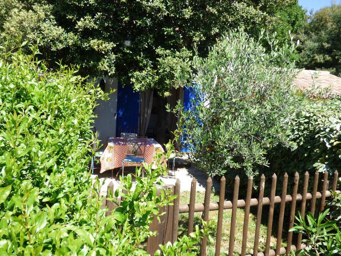 Ein schöner Garten mit viel Oleander