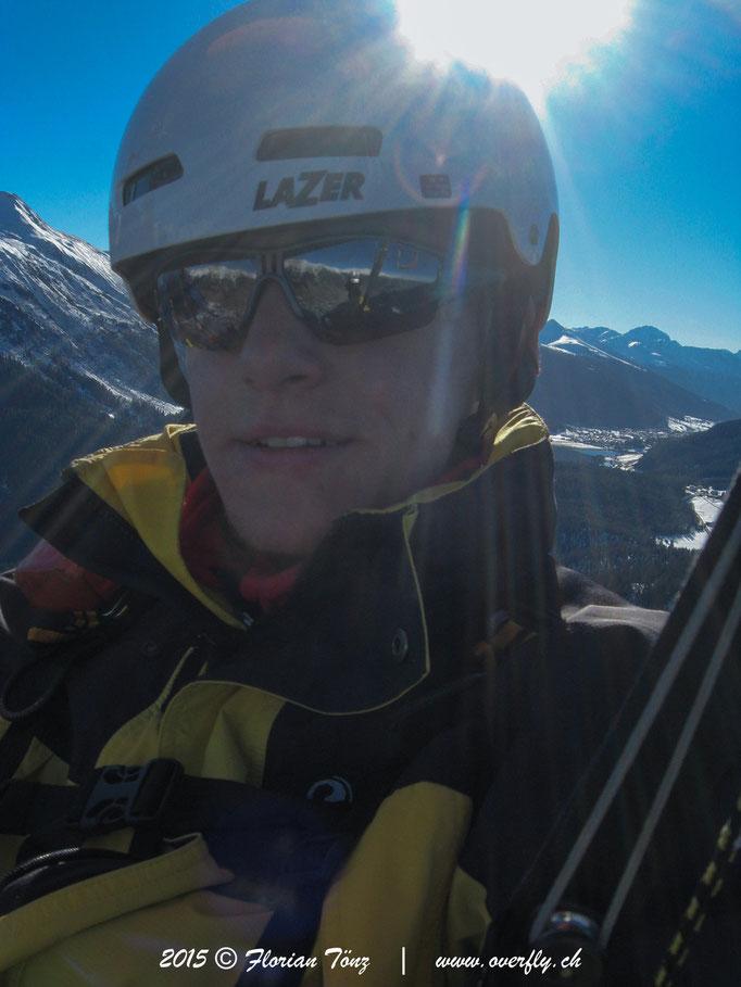 2015.12.05 Winterflug über Klosters, im Hintergrund zu sehen Davos