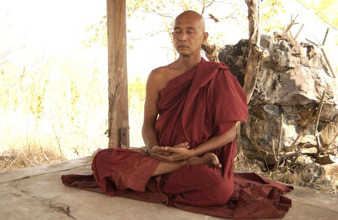 """Meditation im Kloster Tharmanya, Burma; """"Thamanya Sayadaw U Vinaya"""""""