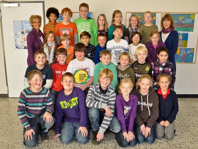 Klasse 4c mit ihrer Klassenlehrerin Frau Braukmann und Frau Meier