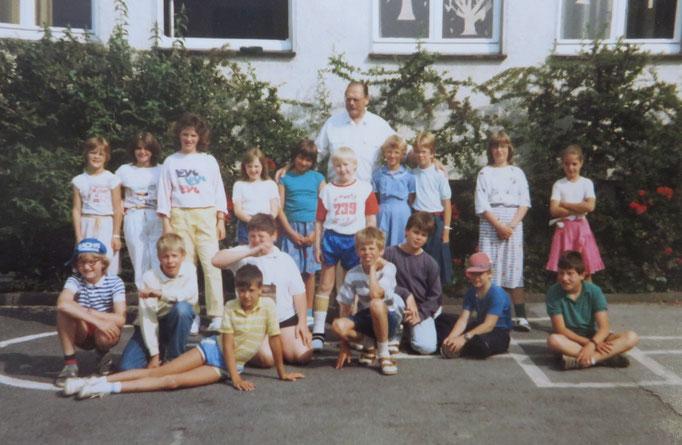 Abgänger 1987 (Gutenberg, mit ihrem Klassenlehrer Herrn Krone)