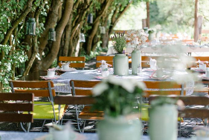 Kaffee und Kuchen am Bach! Heiraten im Freien, direkt am Bach die wunderschöne Natur genießen!