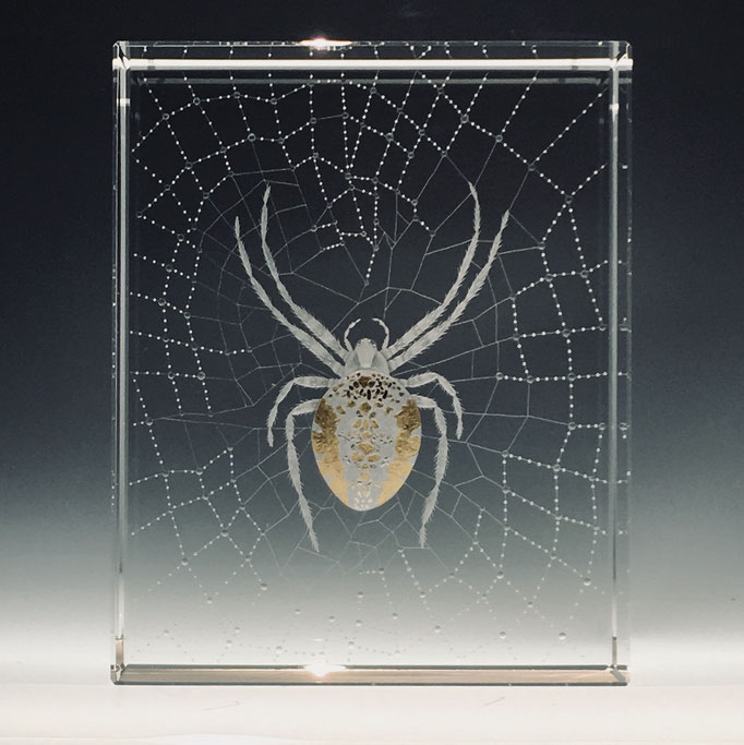 """Araneus Diadematus"" 21x17x7 optical crystal with various leaf. pyramid gallery"