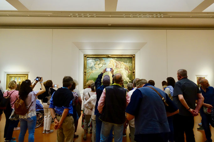 フィレンツェのウフィッツィ美術館。このような鑑賞の仕方は、今後は難しくなるとされる