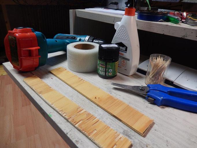 Ich habe hier eine dünne Unterlage zum bauen verwendet , unser Material sind Zahnstocher Gewebeband aus dem Trockenbau Farben und Deko bei uns sehr viel aus der Natur .