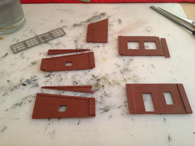 Übrige Teile eines Vollmer-Lokschuppens...