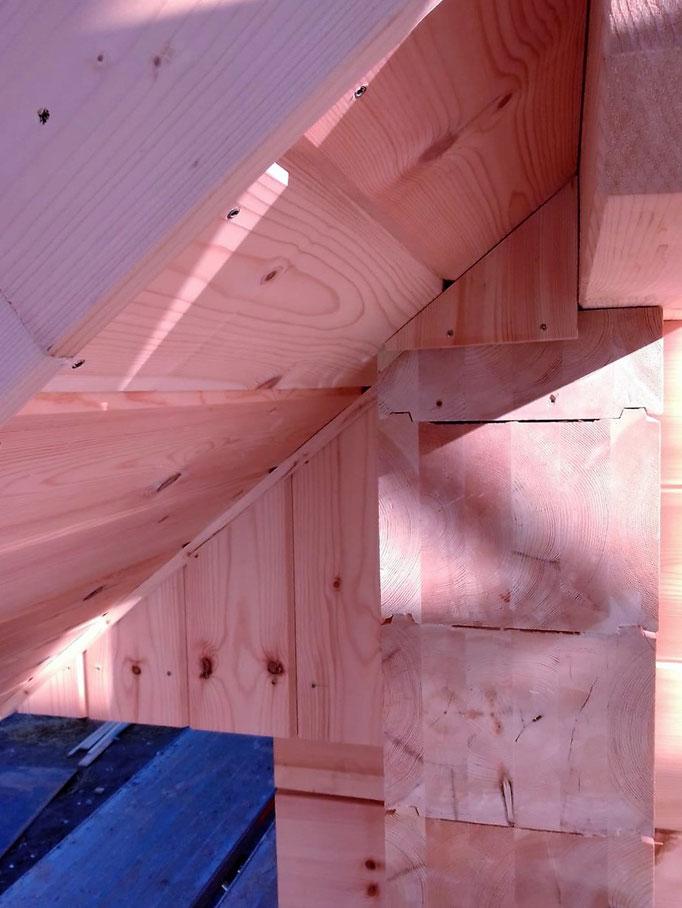 Zimmerer - Blockhausbauer - Blockhausmeister - Blockhausprofi - Blockhausexpert - Holzhandwerk - Herstellung von Holzkonstruktionen - Barrierefreies Bauen