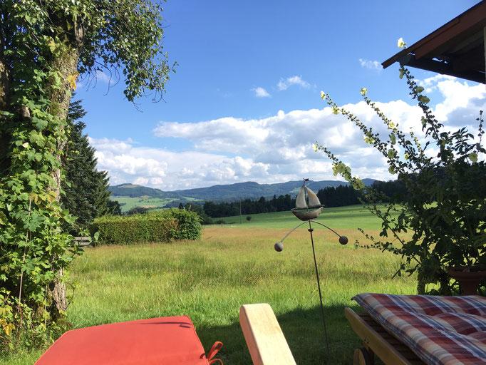 Von unserem Garten am Wachtküppel hat man einen tollen Blick in die Rhön